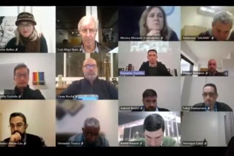 #PraCegoVer: Foto mostra os vereadores em janelas do aplicativo de videoconferência durante a sessão ordinária.