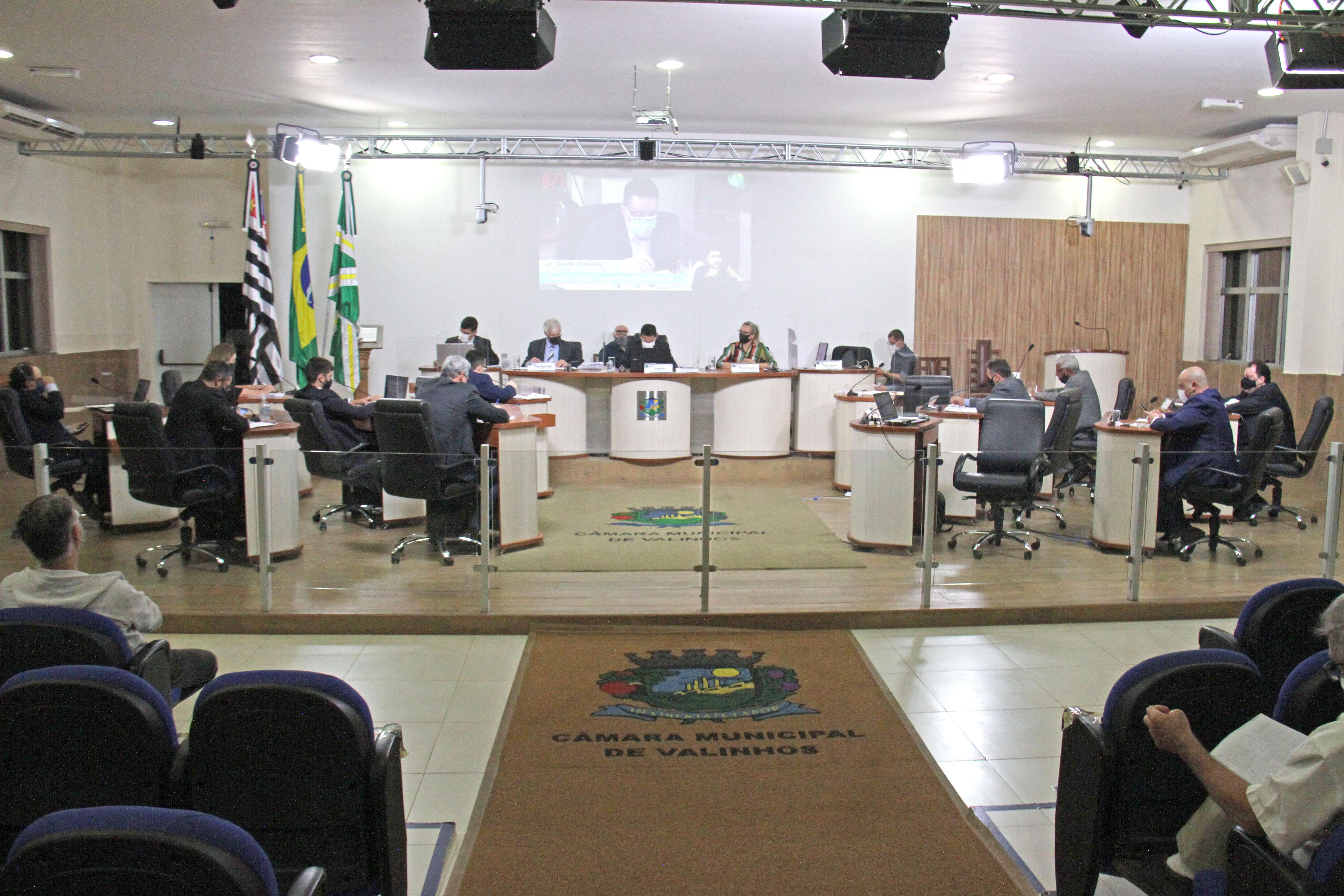 #PraCegoVer: Foto mostra o plenário da Câmara com os vereadores sentados em seus lugares